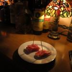 33665134 - お通しはチーズを生ハムで巻いたもの。
