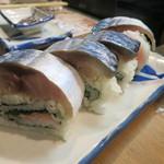 立ち寿司 まぐろ一徹 - 棒鯖寿司ハーフ680円