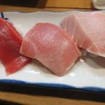 立ち寿司 まぐろ一徹 - 「まぐろ三昧」600円(赤身、中トロ、大トロ)