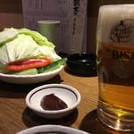 33665830 - 生ビールとお通しのキャベツ