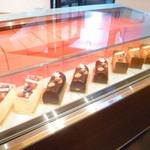 パティスリー ル テニエ - 2014.12.25までクリスマスのビュッシュをお売りしています。当日販売も数台あります。