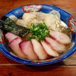 支那そば 八雲 - 201412 チャーシュー特製ワンタン麺(1300円)