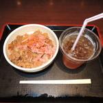 すき家 - 牛丼並とKIX特典爽健美茶