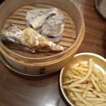 かき小屋フィーバー オクトパス - 蒸し牡蠣とポテトフライ