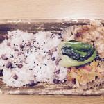 山蔵 - 赤飯弁当 530円 2014年12月23日