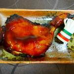 ニュー・クイック - 料理写真:知床鶏ローストチキンもも焼き¥880