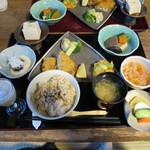 笹の葉 - 玄米菜食膳 松