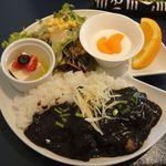 クマ カフェ - 鶏肉と生姜の黒カレー 500円