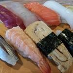 寿司常 - 料理写真:ランチにぎり(900円)