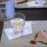 冨久井 - お通し(獺祭古酒&鶏の生ハム)