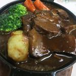 グリル佐久良 - ビーフシチュー2400円。肉がほろほろに柔らかく、デミも美味しい!