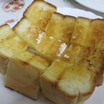 グリル佐久良 - 厚切りトースト300円。バターたっぷり!ビーフシチューに浸して食べるとうまい!