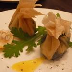 テーブルナナ - 小麦粉生地の皮に牡蠣と白子を包んで揚げたもの