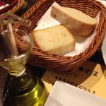 トラットリア ピノ - 自家製パン