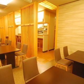 ◆1階席限定で松岡の寿司をとことん味わう「寿司懐石」が好評。