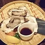 和食 いぶり - 牡蠣の酒蒸し。