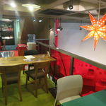 オン・サンデイズ - 簡素ながらアートっぽさが漂う隠れ家カフェ2