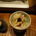 とり田 - 鳥刺しサラダ