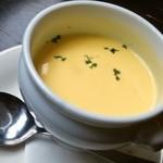 ダニエルズ - たっぷり前菜と生パスタのランチ(スープ)