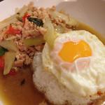 タイ料理JUMPEE - ガイ ガパオ ラット カーオ