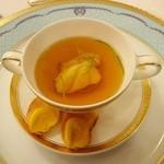 綱町三井倶楽部 - 2014鮟鱇とアンキモの入ったサフラン風味のコンソメ ルイユを添えて