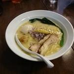 和伊まる - 濃厚ベジタブル鶏白湯そば 味玉入り