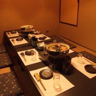貸切座敷で厳選日本酒と堪能できます。