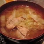 赤鶏農園 - 鶏肉が入ったスープ