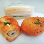 サカエヤベーカリー - 料理写真:ちくわパンとやわらかタマゴ入りカレーパンとサンドイッチ