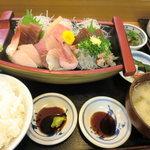 大漁 やまちゃん - 大漁 舟盛り定食(上)1900円(税別)