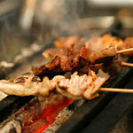 こちら西区高島裏横浜炭焼所 - 炭火でふっくら&ジューシーなお肉!
