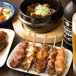 こちら西区高島裏横浜炭焼所 - 軟骨入り豚ニラつくね、ピリ辛白もつキャベツ、牛筋煮込み、串焼き盛り合わせ♪