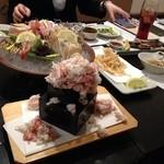花より魚 - こぼれるカニの寿司がインパクト大