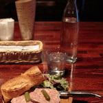 グラマシー テーブル - 田舎風お肉のテリーヌのオープンサンドウイッチ