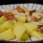 和伊酒 DEERA - 5種チーズのとろーりフォンデュ(1,200円)