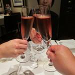 33716048 - 先ずは記念日だったんでロゼのシャンパンで乾杯です。