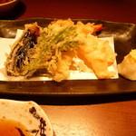 33722440 - 海老と季節野菜の天ぷら盛り合わせ(1371円)
