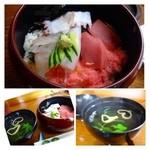 松喜寿司 - 並ちらし(870円だったような:外税)・・チラシとお吸い物のセットです。       赤身がキレイで美味しですよね。ほかには「蛸」と「烏賊」「デンブ」などが入っています。