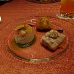 OSTERIA L'AURA - 恵那鶏とフォアグラのパイ包み、オマール海老とカリフラワーのムース、松坂豚のゼリー寄せ
