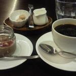 33724699 - ロッシェランチ ¥1080のデザート、コーヒー 2014.12.25