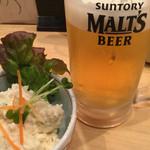御堂筋よし田 - 手作りおふくろの味ポテトサラダ、生ビールとともに