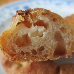 グード・ファリーヌ - 中のチーズは癖の少ない物。