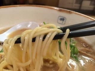 """麺や輝 長堀橋店 - 中太ストレート麺(メニューでは""""細麺""""と表記)"""