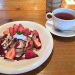 カフェ ド ポワン - 料理写真:クロノワールと紅茶