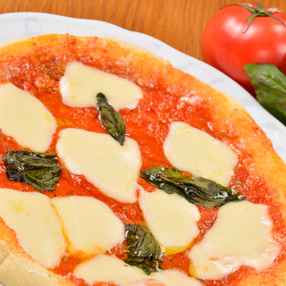 マスター手作りのピザはテイクアウトも!