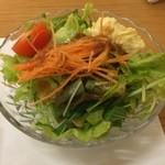 飛騨琢磨 - 焼肉丼のサラダ