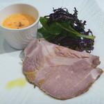 はなう - 旭市産芋豚のローストポーク とろ~り卵のソースにトリュフの香りを添えて