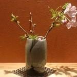 はてなのちゃわん - こちらの陶器でも季節の花を飾っています。