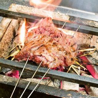 イチオシは、備長炭とわらの火でいぶした『牛のBBQ』