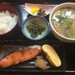和味や るぜん - 豚汁定食(焼き鮭)